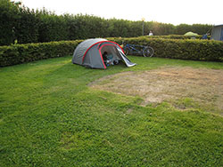 Mini-camping... beaucoup d'espace...